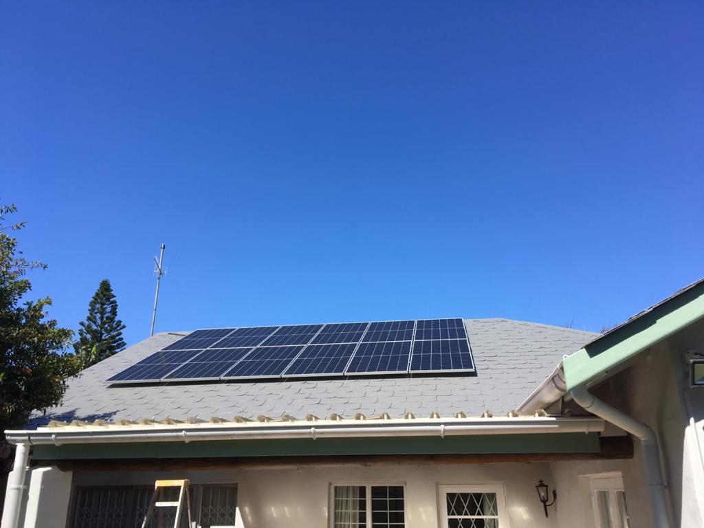 Full installation, x12 PV panels, Hybrid inverter, Dyness power box