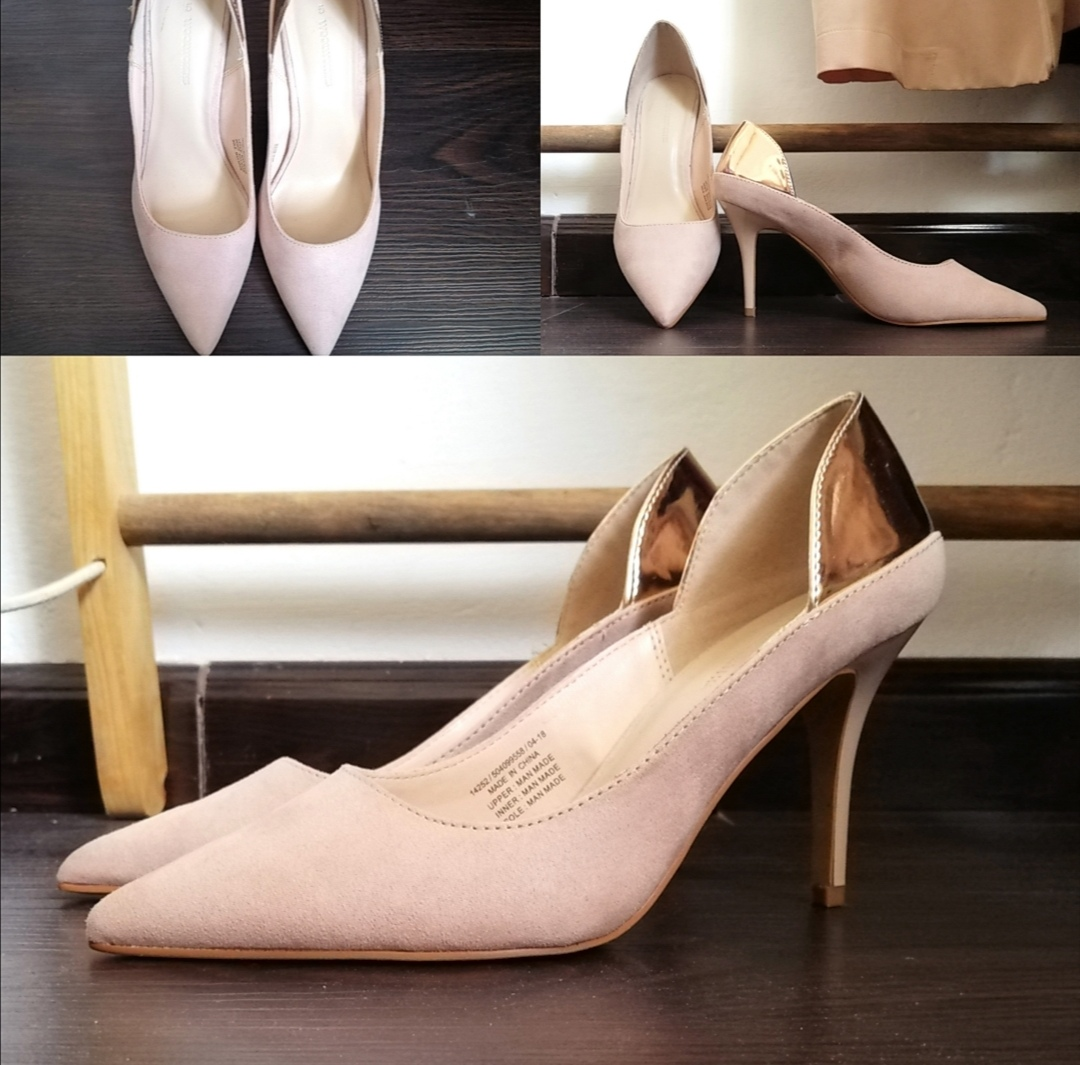 Pink heels with metallic edge.